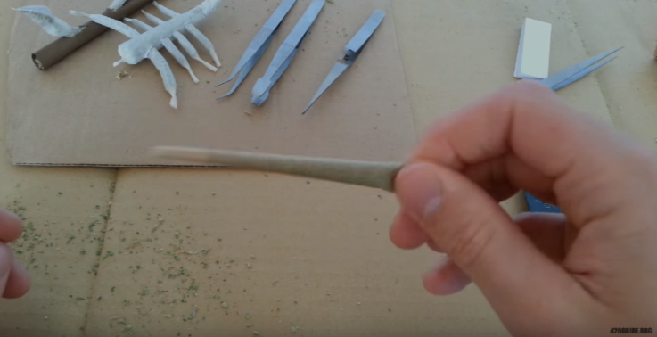rolling_a_joint_08